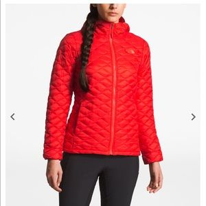 BRAND NEW women's thermoball hoody, cayenne red